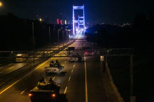 Turkish military enter Fatih Sultan mehmet bridge in Istanbul on July 16, 2016. Istanbul's bridges across the Bosphorus, the strait separating the European and Asian sides of the city, have been closed to traffic. Turkish military forces on July 16 opened fire on crowds gathered in Istanbul following a coup attempt, causing casualties, an AFP photographer said. The soldiers opened fire on grounds around the first bridge across the Bosphorus dividing Europe and Asia, said the photographer, who saw wounded people being taken to ambulances. / AFP PHOTO / GURCAN OZTURK