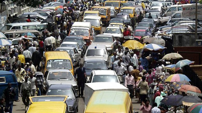 A chaotic traffic jam chokes the coastal capital Lagos the commercial nerve centre of Nigeria, October 31, 2002.  Once an impressive commercial district with shimmering skyscrapers, central Lagos is now choking on its meandering traffic jams, violent crime, and uncollected garbage.  TO MATCH FEATURE NIGERIA-CITY    REUTERS/George Esiri